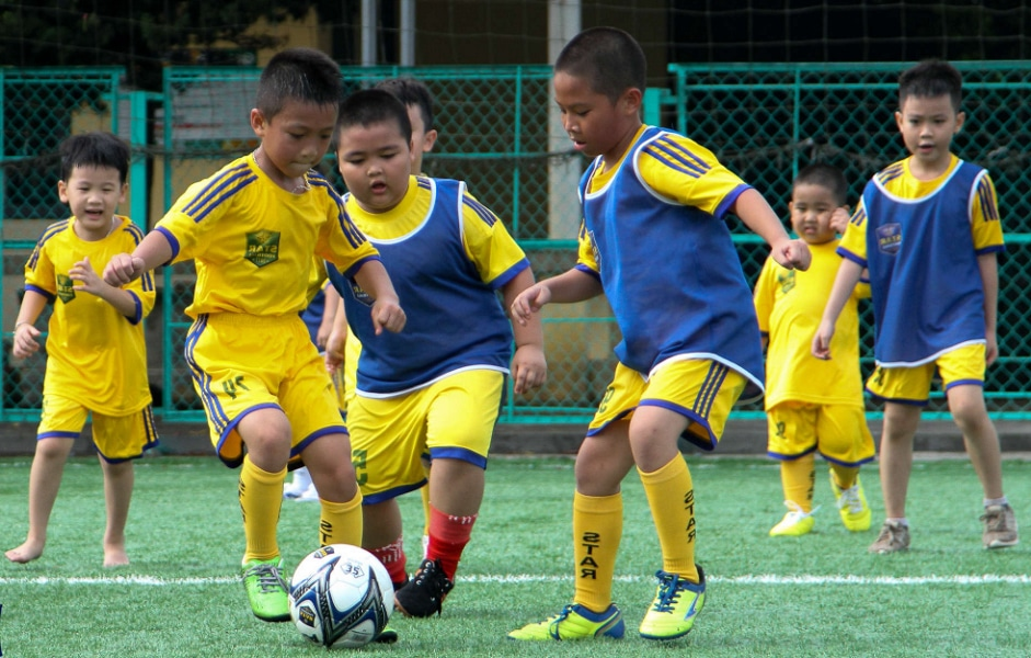 Những phụ kiện bóng đá trẻ em cần chuẩn bị